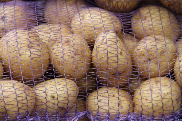 Мешках из сетки для хранения картофеля