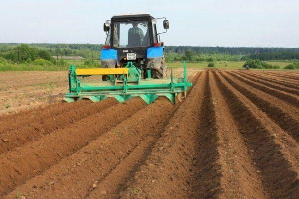 Перепахивание почвы