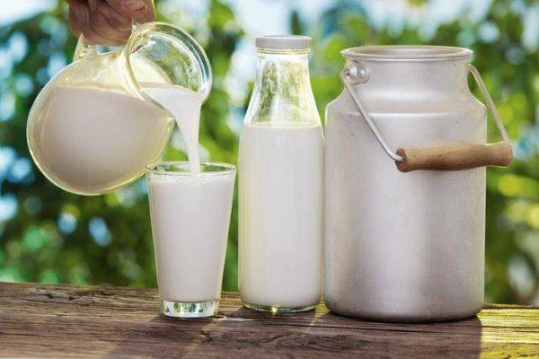 Молоко в разной посудине