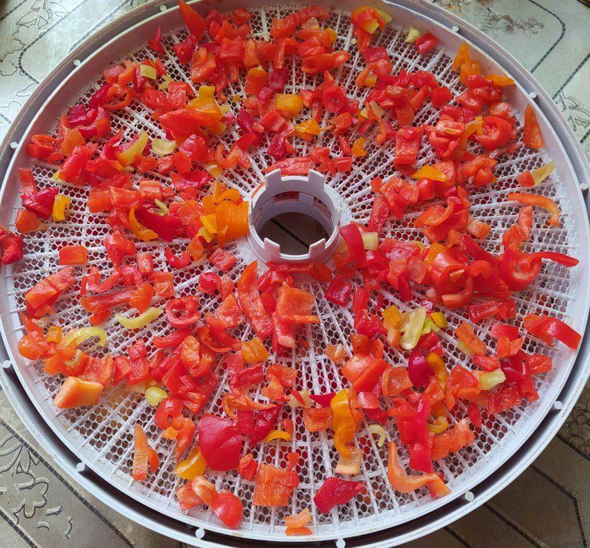 Перцы на сушилке